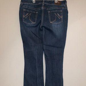 NWOT Women's Jeans. 11/12 Short.